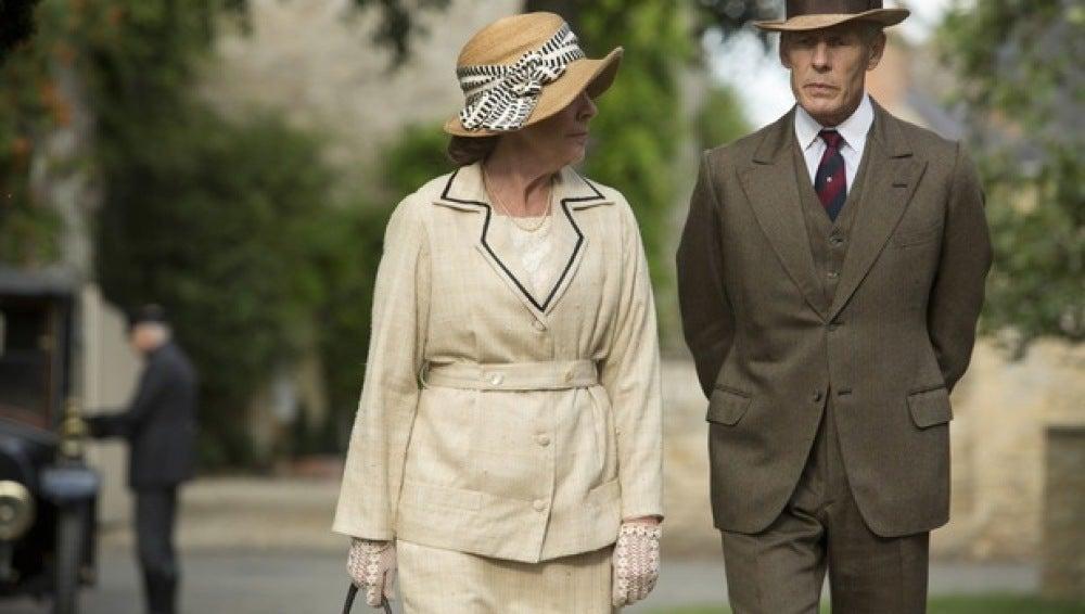 El señor Merton continúa con su persecución a Isobel, en Downton Abbey
