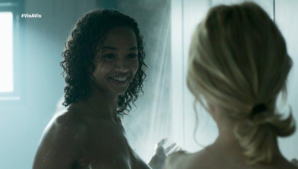Rizos le pide salir a Macarena en las duchas