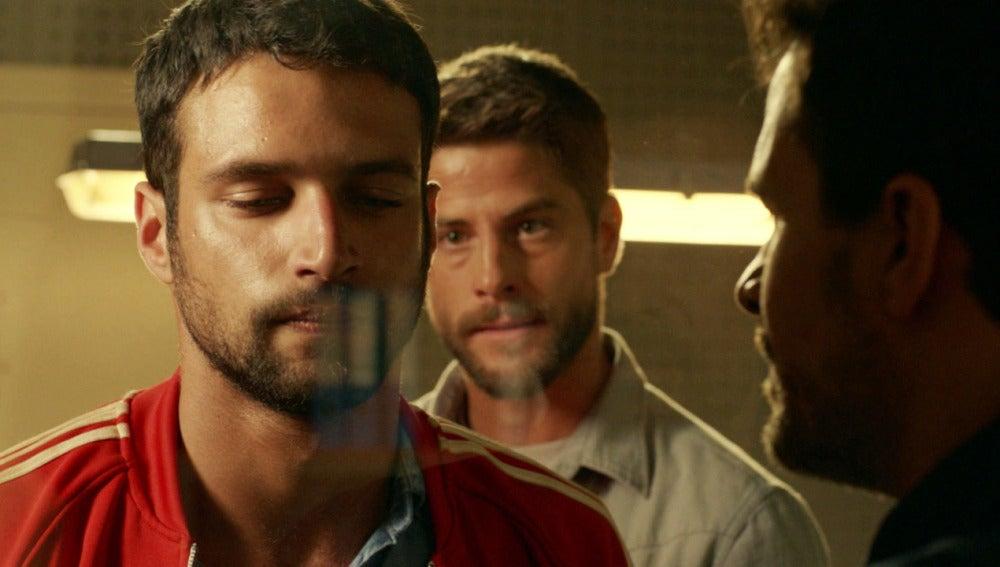 Salva interroga a Lucas por el asesinato de Ainhoa