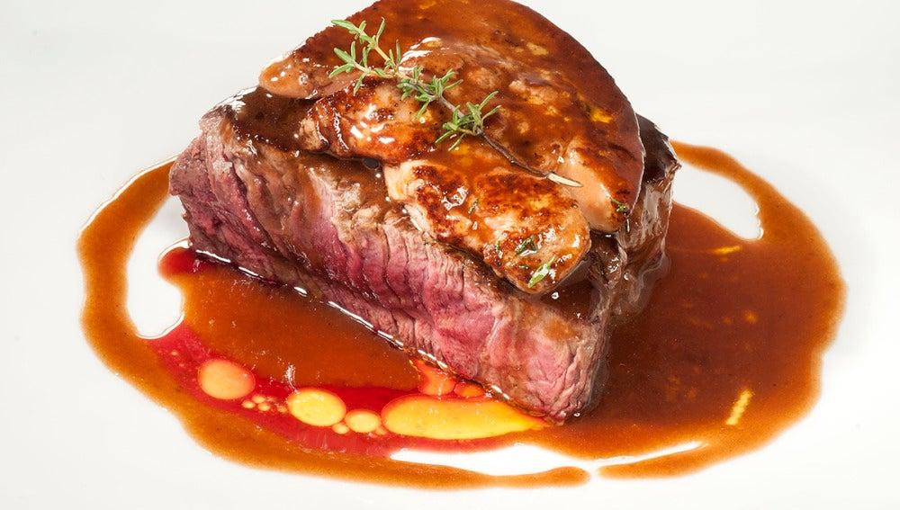 Solomillo de vaca con foie y salsa de oporto