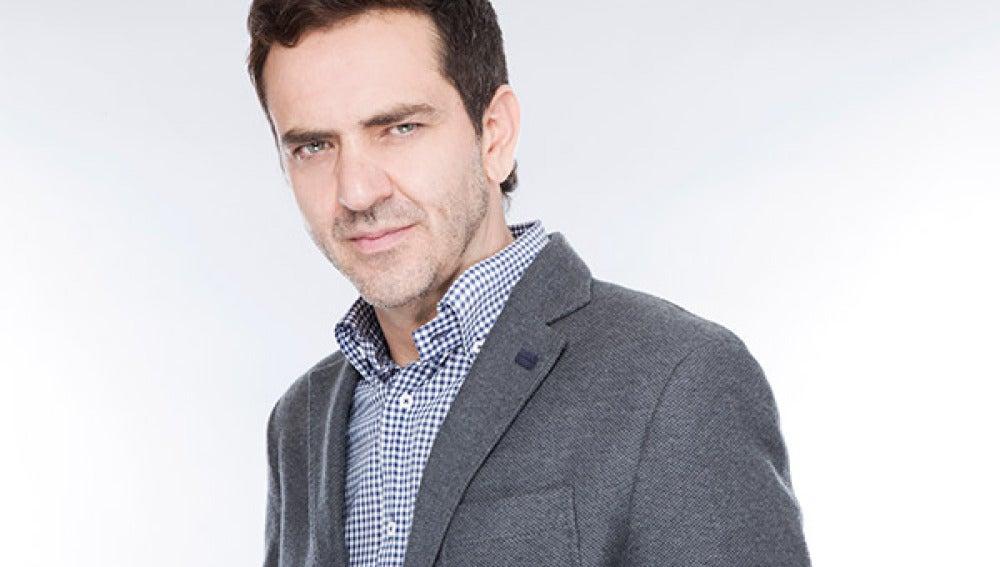 Flavio Medina es Daniel Santibáñez