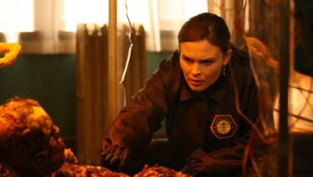 Booth y Brennan deciden ponerse en la piel del otro para mejorar su relación