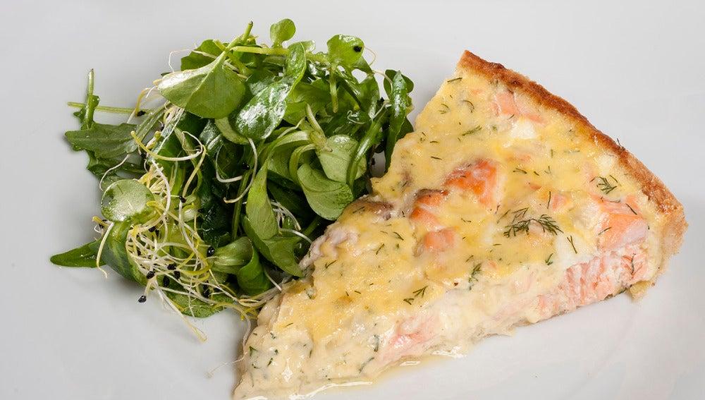 Tarta de salmón y eneldo