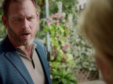 El marido de Mary se pelea con Adam