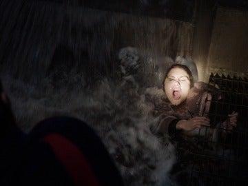 El equipo de 'Chicago Fire' rescata a una mujer atrapada en una alcantarilla