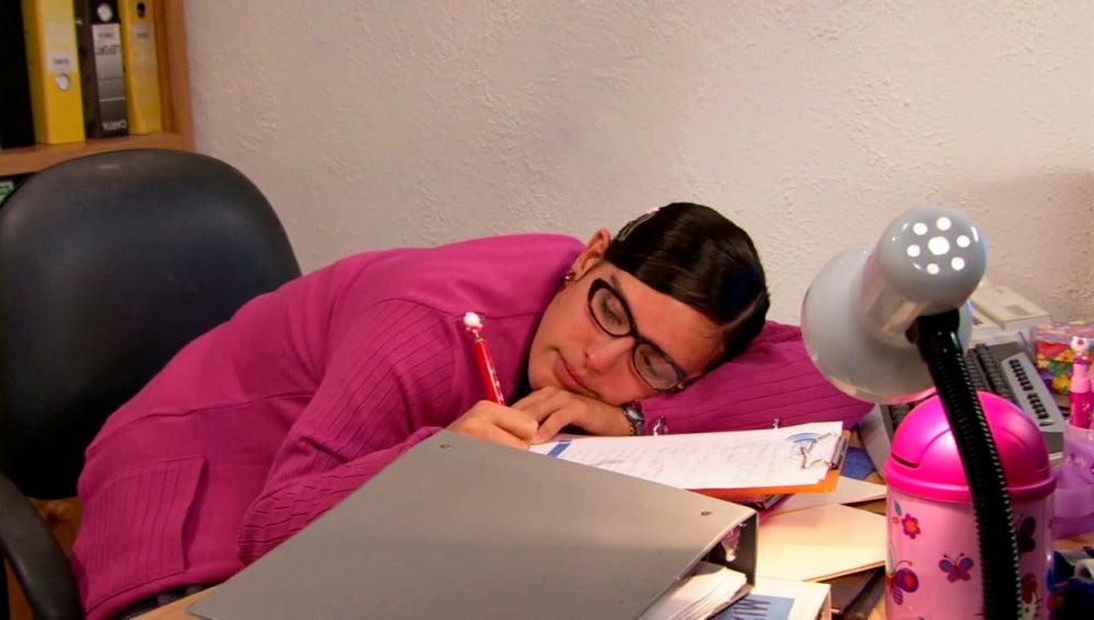 Lety se queda dormida tras el exceso de trabajo