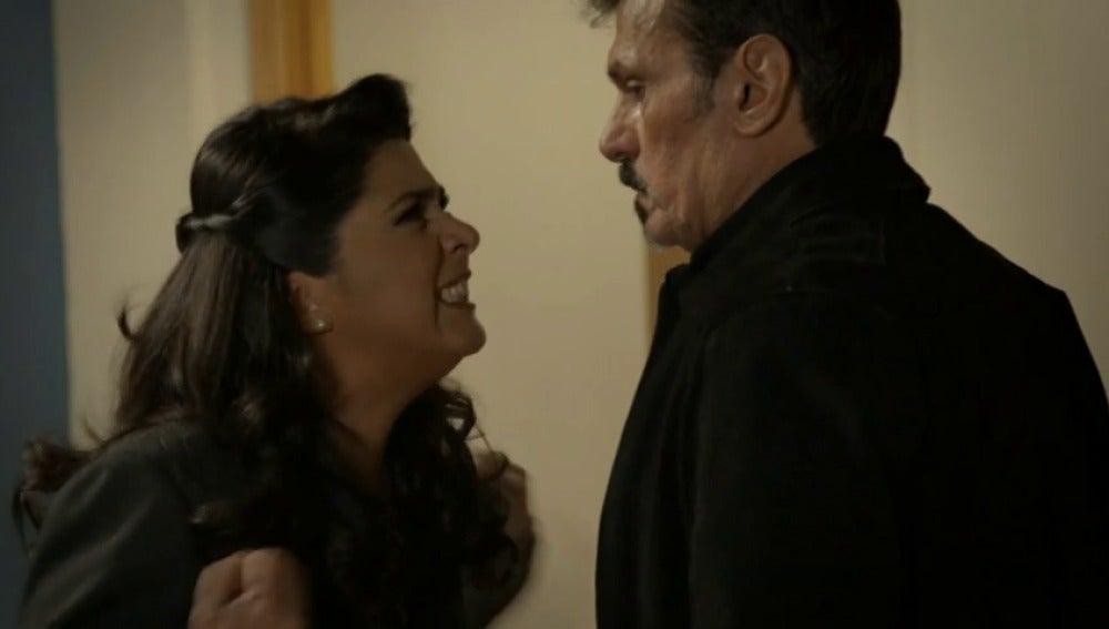 Frame 80.943611 de: Loreto le recuerda la verdad sobre Emiliano