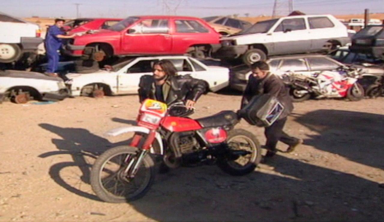 Quimi y Toni llevan la moto