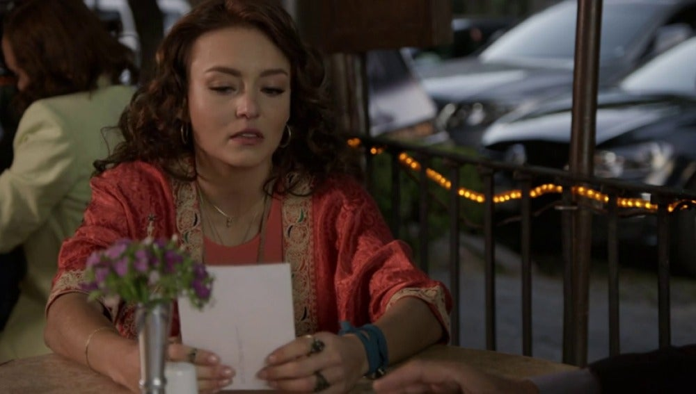 Frame 0.92818 de: Ana Lucía se entera de la verdad sobre Santiago