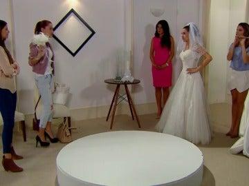 Frame 62.842321 de: Fernanda busca vestido de novia