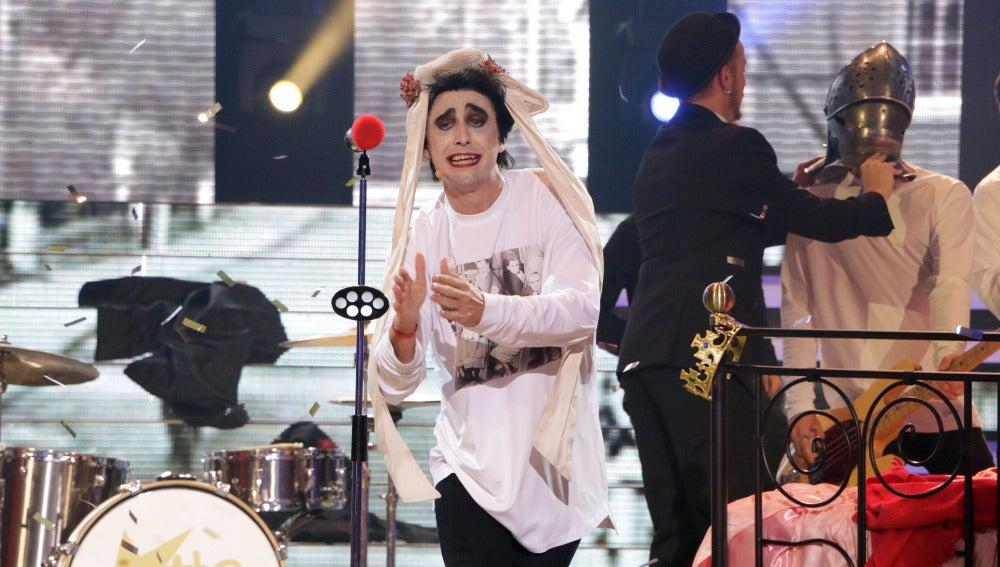 Canco Rodríguez nos anima como The Cure en 'Friday I'm in love'