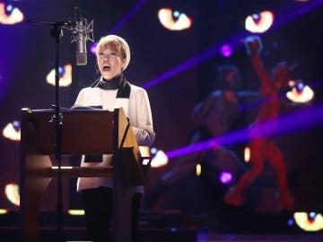 Beatriz Luengo capta todas las miradas como Barbra Streisand en 'Memory'