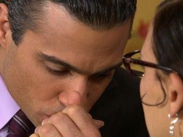 Fernando le pide matrimonio a Leti