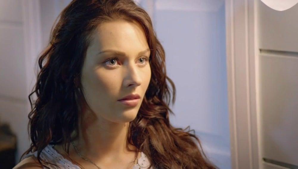 Frame 35.921322 de: David le pide a Luciana que se quede tras haberla despedido