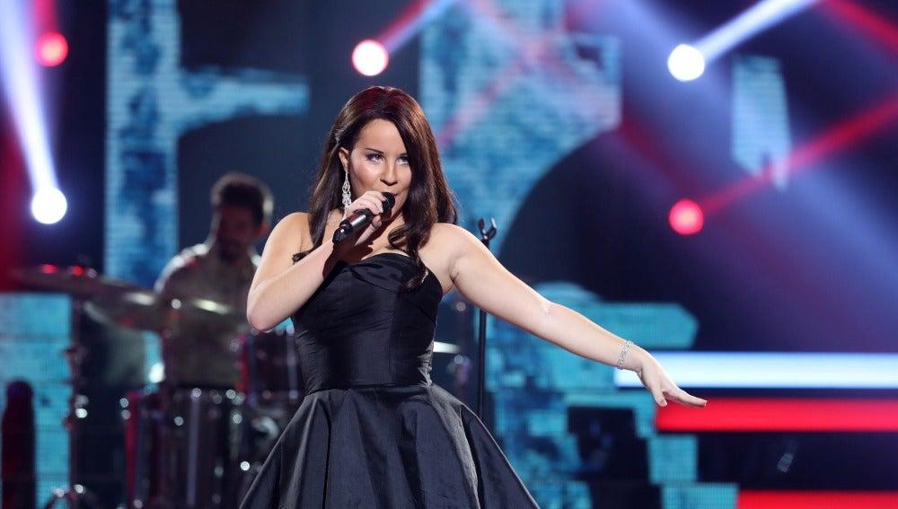 Lucía Gil alza su voz como Natalia Jiménez aunque 'El sol no regresa'