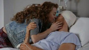 "Frame 127.197758 de: ""Soy el hombre que volvió a nacer cuando me enamoré de ti"""