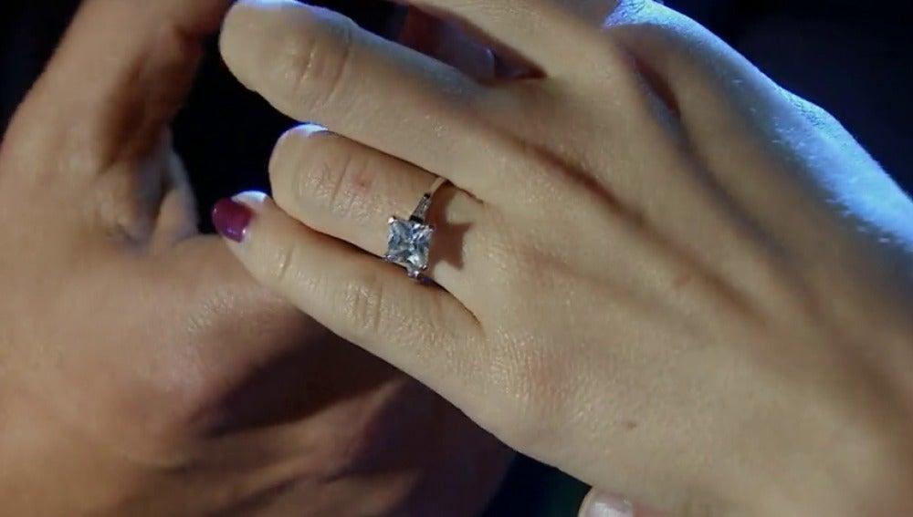 Frame 64.954666 de: 'Valentina, acepta mi amor y mi compromiso contigo'