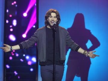 Raúl Ogalla, un impresionante Manuel Carrasco interpretando 'Y ahora'