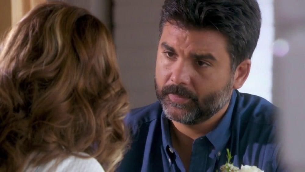 Frame 82.72 de: Armando intenta reconquistar a Eva