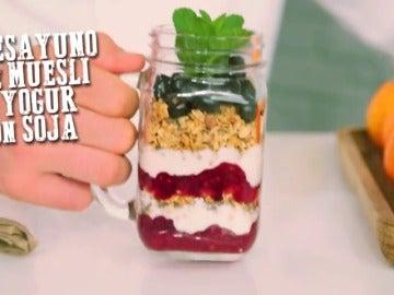 Frame 32.578094 de: Desayuno de muesli y yogur con soja