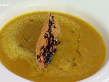 Crema de zanahoria y cúrcuma con galleta crujiente