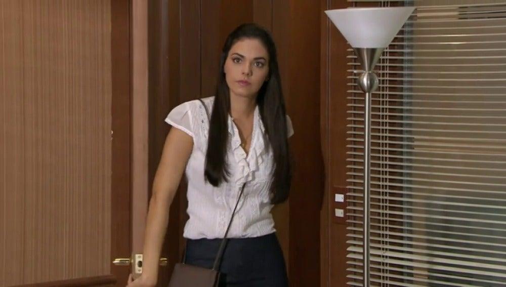 Natalia sorprendida tras ser contratada por la empresa de Diego
