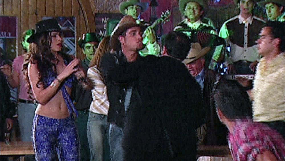 Franco Reyes se pelea en el bar por Rosario Montes