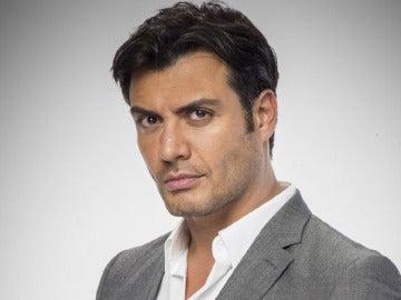 Andrés Palacios es Raúl