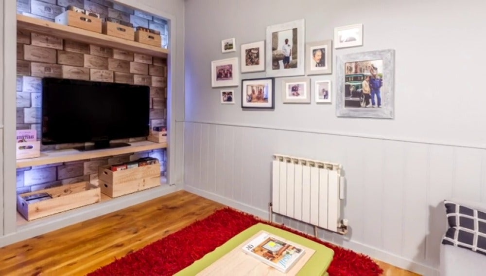 Una habitación juvenil convertida en sala de lectura
