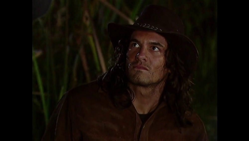 Dinora intenta asesinar a Juan Reyes