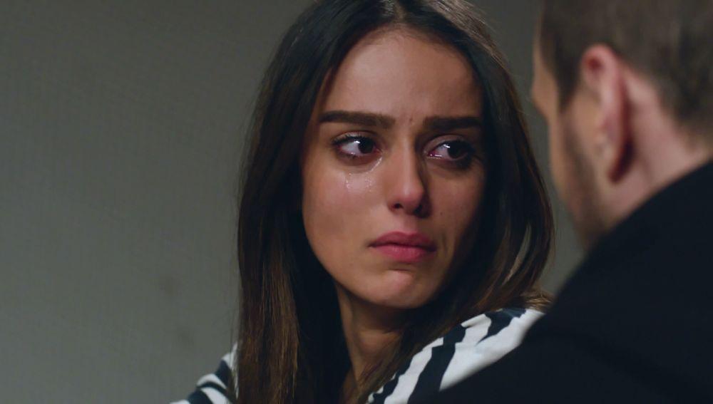 Elif conoce el paradero de Nilüfer y esta se lo dice a Metin