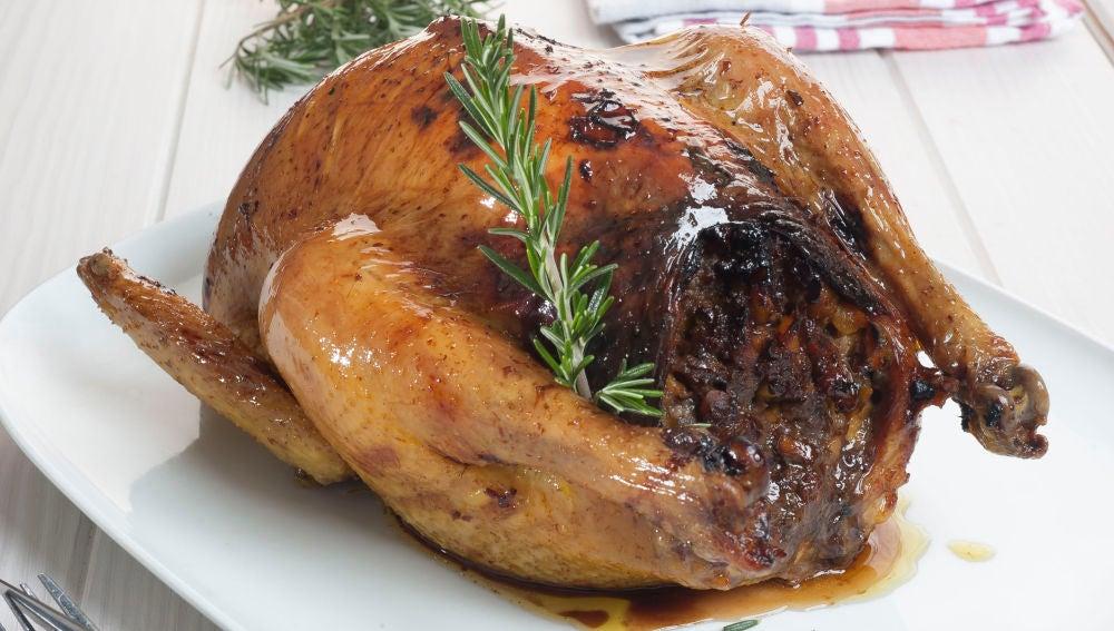 Pollo relleno al horno con puré de patata