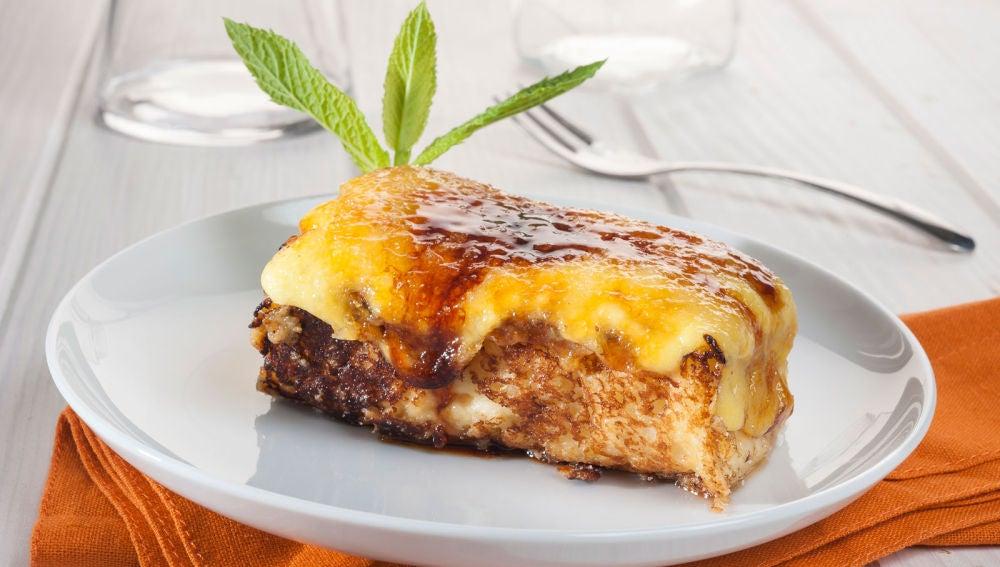 Torrija caramelizada con crema de almendras