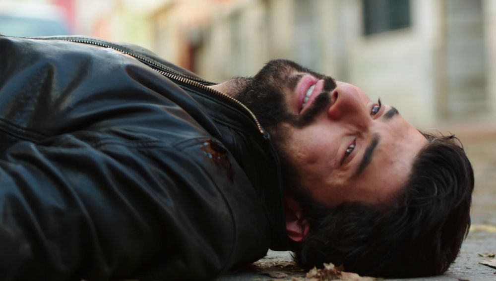 Disparan a Ömar ante la mirada de Elof
