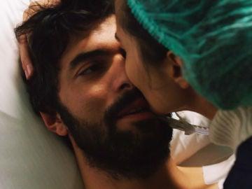 Ömar despierta gracias a escuchar la voz de Elif