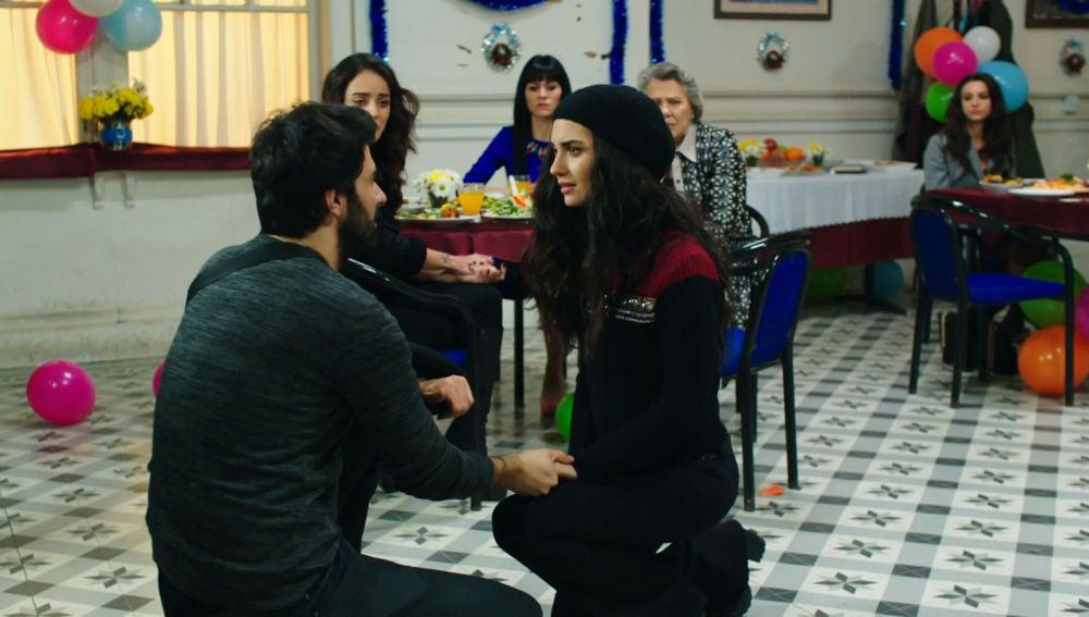 Ömar pide matrimonio a Elif