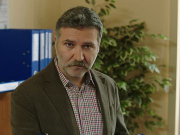 Huseyin, a punto de picar en el anzuelo