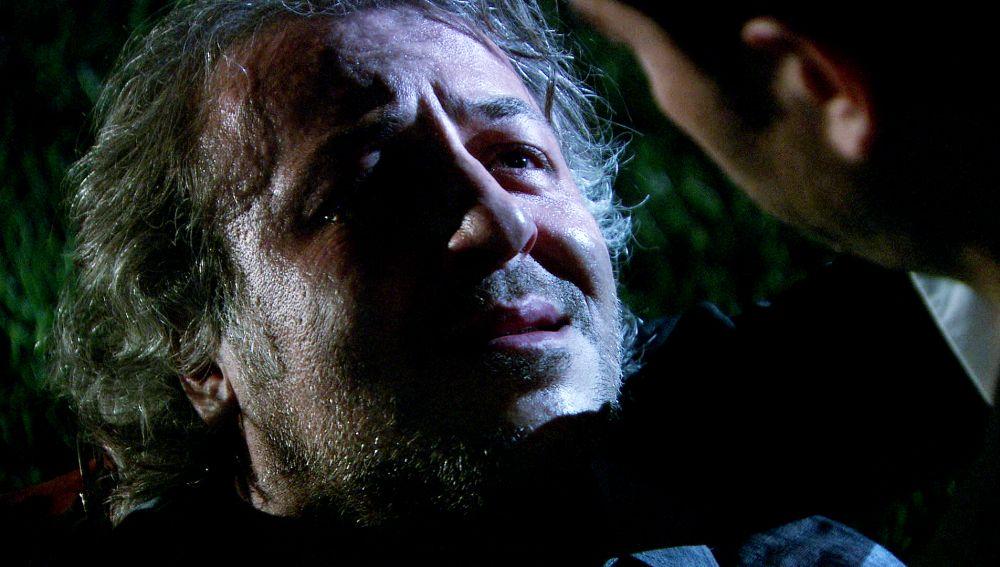 Kamil muere y Ali descubre que Ezel es Ömer