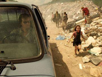 Max abandona a Rita en un vertedero de basura