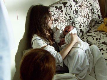 Ali y Azad tienen a su bebé Tefo