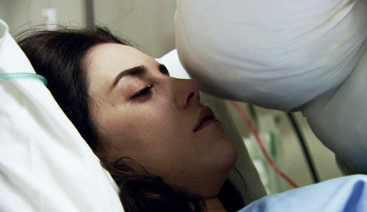 Cengiz va al hospital para intentar matar definitivamente a Eysan