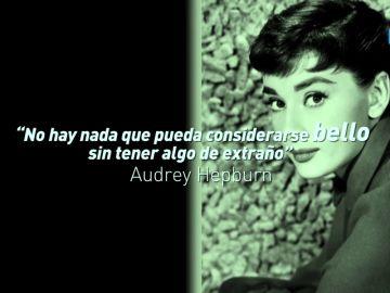 """Audrey Hepburn: """"No hay nada que pueda considerarse bello sin tener algo de extraño"""""""
