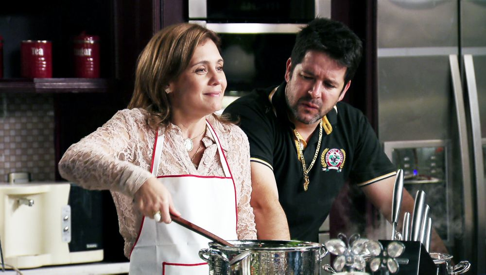 Nina obliga a Carmina a cocinar para toda la familia