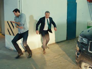 Unos desconocidos asaltan a Kenan y Selim en el garaje
