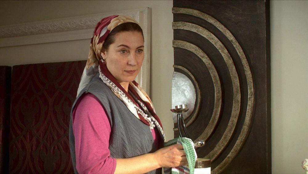 """Zehara a Feriha: """"Me gusta ver el Mundo desde lo más alto pero no cuando limpio ventanas"""""""