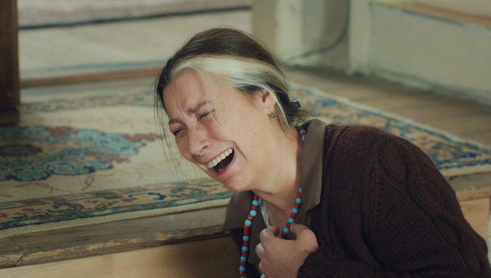 Gonül, destrozada tras recibir una bofetada de Cahide