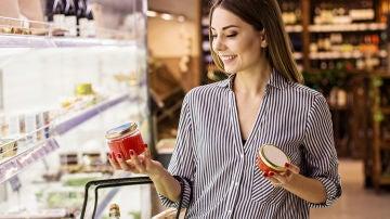 Mujer haciendo la compra
