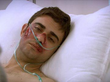 Mehmet, ingresado en el hospital tras recibir una paliza