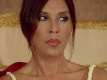 Fatma aterrorizada ante la posibilidad de arruinarse si Hilmi cumple su amenza
