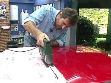 Instalación de un techo solar en un vehículo